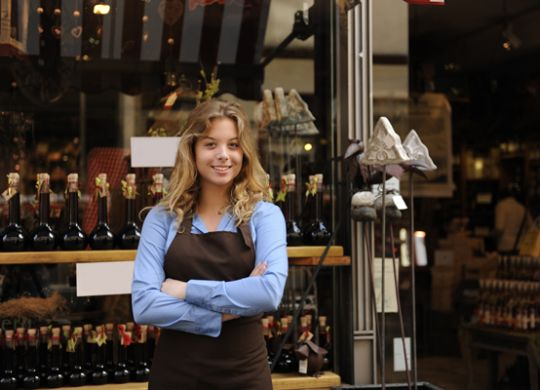 article-image-girl-in-front-of-shop